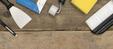 Фото знамени инструментов улучшения дома на деревянном космосе экземпляра Стоковое фото RF