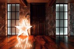 Фото интерьера старого взятого промышленного здания Свет звезды Стоковое фото RF