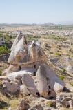 Фото искусственных подземелиь в Uchisar, Турции Стоковая Фотография