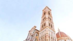 Фото колокольни duomo Флоренса принятое в утро с мягким светом Стоковое Фото