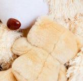 2 плюшевого медвежонка обнимая один другого Стоковое фото RF