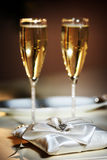 Фото конца-вверх стильных wedding стекел с шампанским Стоковые Фото