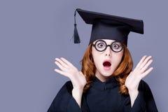 Фото красивого молодого ученика в черном костюме на чудесном стоковые изображения
