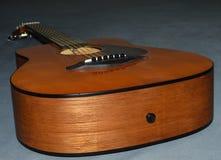 Фото крупного плана гитары ` s ребенка акустической Стоковое Изображение