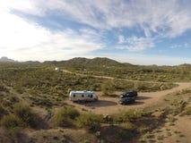 Фото места для лагеря пустыни Airstream воздушное с трутнем DJI стоковые фотографии rf