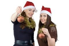 Фото 2 молодых женщин с шариками рождества Стоковая Фотография