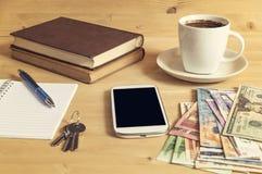 Фото натюрморта smartphone, тетради, кофе, книги, карандаш, Стоковые Изображения