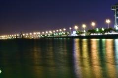 Фото ночи на пляже в восточной провинции Саудовской Аравии стоковое изображение