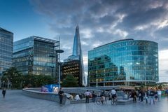 Фото ночи небоскреб черепка в Лондоне, Англии, Великобритании Стоковые Фото