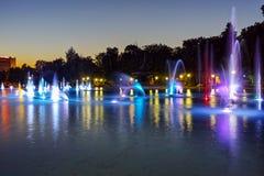 Фото ночи фонтанов петь в городе Пловдива Стоковые Фотографии RF