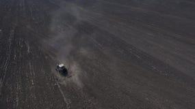 Фото от хавроний трактора трутня стоковые фотографии rf