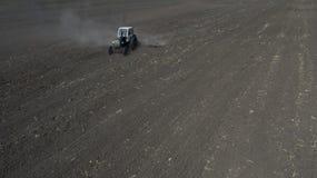 Фото от хавроний трактора трутня стоковое фото rf