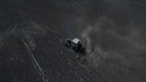 Фото от хавроний трактора трутня стоковое фото