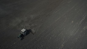 Фото от хавроний трактора трутня стоковое изображение rf