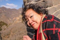 Фото портрета старших азиатских женщин в Великой Китайской Стене Китая на городе Пекин стоковое фото rf
