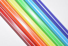 Фото радуги покрашенной с покрашенными ручками войлок-подсказки Символы людей LGBT Стоковая Фотография RF