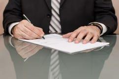 Подписывая документы Стоковая Фотография RF