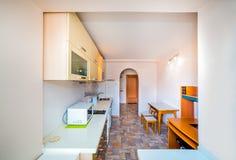 Фото светлой комнаты кухни стоковое фото rf