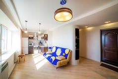 Фото светлой комнаты кухни стоковая фотография rf