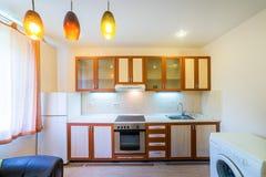 Фото светлой комнаты кухни стоковые изображения rf