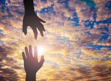 Фото силуэта руки к руке Стоковые Изображения