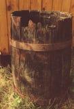 Фото старого разрушенного деревянного бочонка Стоковое фото RF