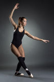 Фото студии красивой молодой балерины Стоковое фото RF