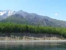 Фото с предпосылкой ландшафта, скалистые берега Lake Baikal Стоковая Фотография RF