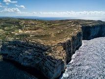 Фото трутня - изрезанная береговая линия Gozo, Мальты стоковое изображение