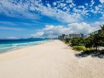 Фото трутня пляжа Barra da Tijuca, Рио-де-Жанейро, Бразилии стоковая фотография
