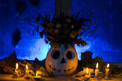 Фото тыквы вазы с цветками на праздник освящает Стоковые Фотографии RF