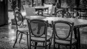 Фото удобного обеденного стола установленные стоковое фото rf