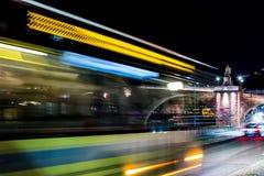 Фото улицы ночной жизни долгой выдержки в Гейдельберге, Германии стоковое фото rf