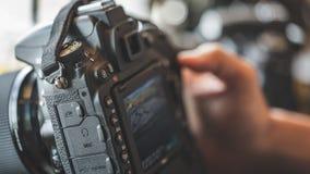 Фото установки цифров камеры фотографа видео- стоковое фото rf