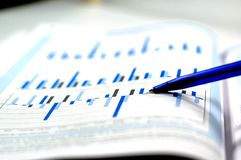 фото диаграммы финансовохозяйственное показывая шток Стоковые Изображения RF
