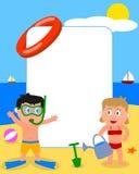 фото 2 малышей рамки пляжа Стоковая Фотография RF