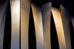 Фото Grunge внутреннее деревянной стены с боковым освещением от света приведенного Абстрактное изображение архитектуры в классиче Стоковая Фотография RF