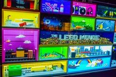 Фото Warner Bros. внутри взглядов Путешествие Голливуд студии, ПУТЕШЕСТВИЕ VIP установите кино города lego, костюм супермена, укр стоковая фотография