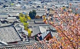 Фольклорные дома городка Lijiang Dayan старого Стоковое Изображение
