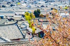 Фольклорные дома городка Lijiang Dayan старого Стоковое Фото