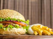 Фраи гамбургера и француза Стоковая Фотография RF