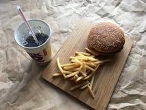 Фраи и кола гамбургера Стоковые Фотографии RF