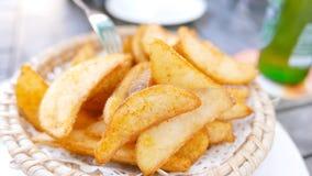 Фраи картошки на бамбуковом блюде Стоковое Изображение RF