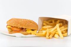 Фраи француза на белой предпосылке Быстро-приготовленное питание Стоковые Изображения RF