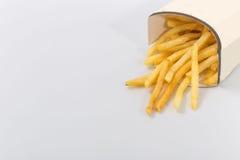 Фраи француза на белой предпосылке Быстро-приготовленное питание Стоковая Фотография