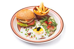 Фраи яичек, бургера и француза на плите изолированной на белизне Стоковая Фотография