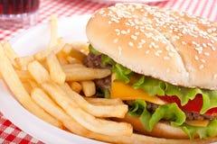 Фраи Cheeseburger и француза Стоковое фото RF