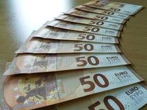 ФРАНКФУРТ, ГЕРМАНИЯ, май 2017 - новый 50 типов евро, банкноты Европейского Центрального Банка Стоковые Фотографии RF