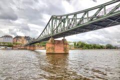 Франкфурт-на-Майне мост над рекой Стоковые Фото