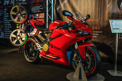 ФРАНКФУРТ - SEPT. 2015: Presente 1299 Suberbike Ducati Panigale r Стоковые Изображения RF